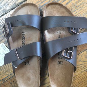 BRAND NEW Dark Brown Arizona Birkenstocks, unisex